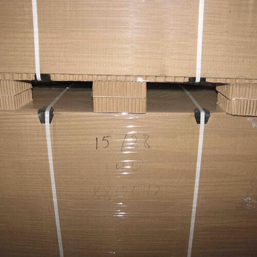 Защитные пластиковые уголки при паллетировании сотовых поддонов