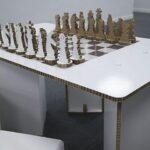 Стол и шахматы из сотового картона